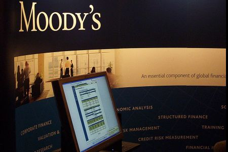 moodys cuts greece rating